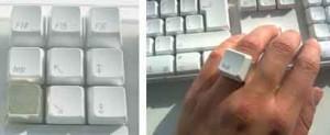 Zilveren toets en kunststof ring